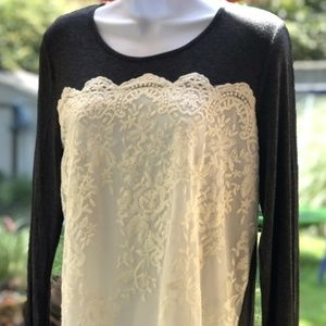 NWT Vanity Long Sleeved Lace Knit Top- Medium